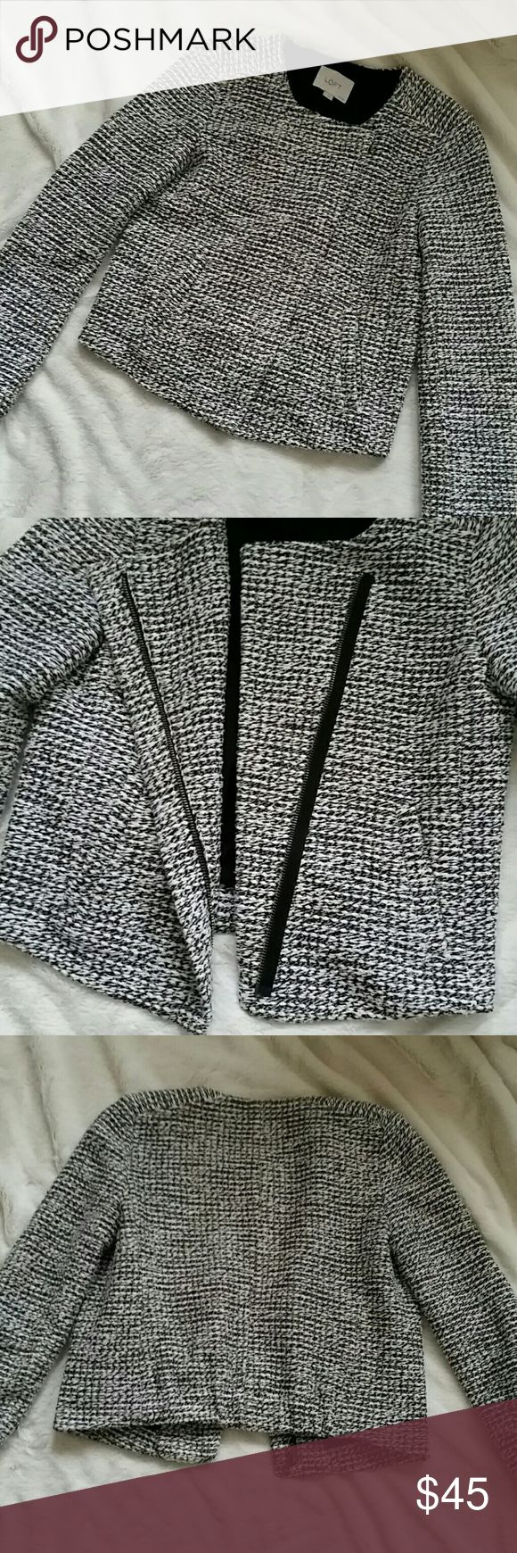 LOFT petites blazer Big Sale plus 25% off all bundles ends tonight!!  Gorgeous black and white blazer from LOFT petites.  Zip up front with two functional pockets.  Excellent condition.  Arm length is 22.25 inches and from shoulder to bottom is 19.5 inches long. LOFT Jackets & Coats Blazers
