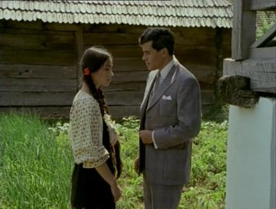 The #Romanian film Ciuleandra (1985), based on a novel by Liviu Rebreanu, is a classic Romanian story about tradition and the clash between the rural and the urban. Madalina, a peasant girl is seduced by a bourgeouis, who eventually goes insane and kills her. The name comes from the Ciuleandra dance which can immerse the players in a trance and cloud their reason. #RomanianBlouse #RomanianPopularCostume #LaBlouseRoumaine