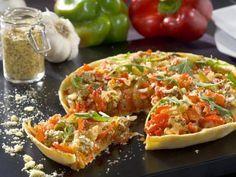 moutarde, poivron rouge, parmesan râpé, courgette, tomate, oignon, huile d'olive, pâte brisée, poivron