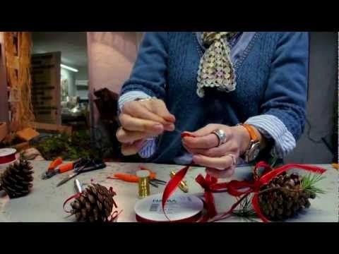 Juledekorationer og lignende laves af Elisabeth Bønløkke. Til daglig laver hun brudebuketter, men her på dette indslag giver hun gode råd til seerne..