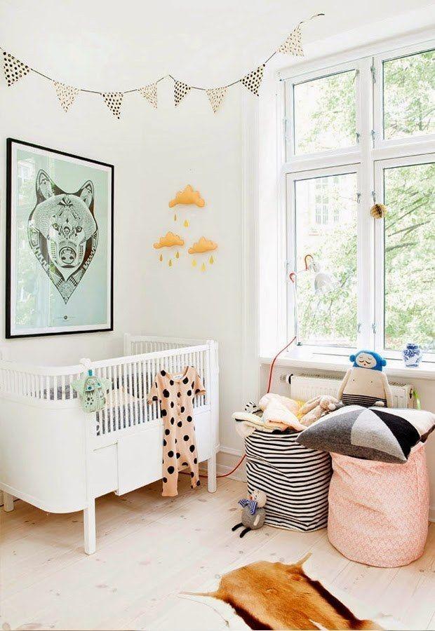 Красивые мешки для игрушек будут значительно практичнее и удобнее ящиков и шкафов, когда игрушки прийдется собирать  (спальня,дизайн спальни,интерьер спальни,скандинавский,скандинавский интерьер,скандинавский стиль,интерьер,дизайн интерьера,мебель) .