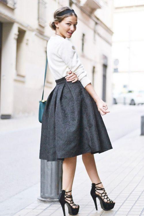 トレンドのフレアスカート。
