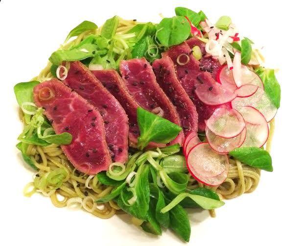 salade van groene thee noodles met beef tataki 2