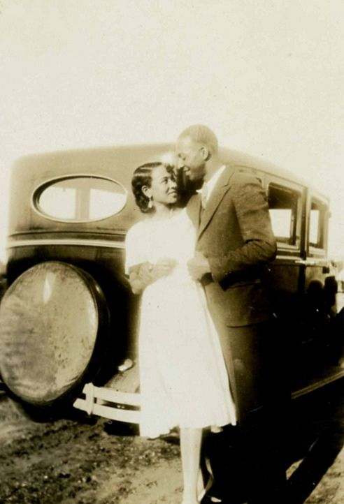 A Soulful Affair | 1930s An African American couple in love. Via Black History Album