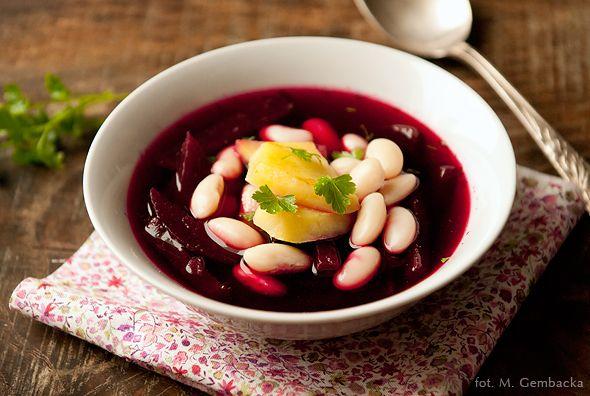 BARSZCZ Z FASOLKĄ I ZIEMNIAKAMI    Na obiad – barszcz. Pyszna, rozgrzewająca i sycąca zimowa zupa. Wspaniale smakuje i odżywia.