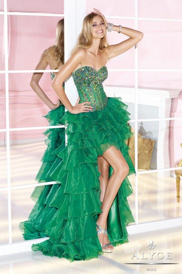 Šaty se silonovým chvostem nechte prosím transvestitům.