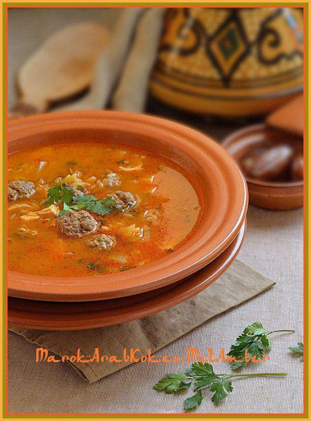 Een heerlijke en geurige Algerijnse goedgevulde soep....Dit heb je nodig250 gram rundergehakt1 kippenbout1 grote ui2 tenen knoflookeen paar takjes platte peterselie1 bosje ver