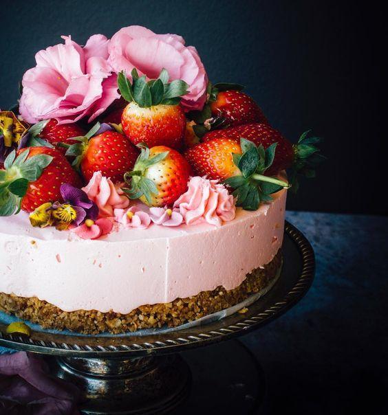 Gorgeous simple wedding cake!