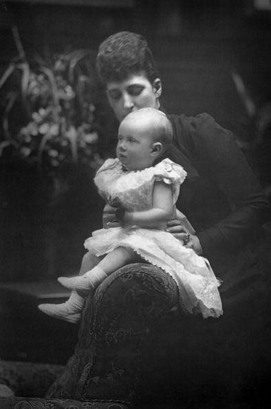 1893. LUISA (1867-1931) CON LA PICCOLA PRINCIPESSA ALESSANDRA (1891-1959)