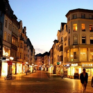 Bonn at night | The Science of Attraction