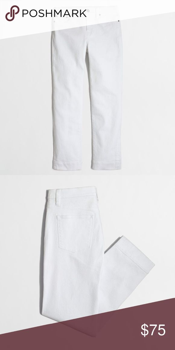 "Factory white high waist cropped ankle pants jeans REASONABLE OFFERS THROUGH THE OFFER FEATURE. NO TRADES. NO MODEL PICTS. These boyfriend fit cropped pants are in a crisp white hue that would pair well with a chambray tank in the summer or a cable knit sweater in the winter, just swap strappy sandals and ankle boots! Super versatile! First two photos pc: brand. Specs: Cotton with a hint of stretch. Sits at natural waist. Relaxed through hip and thigh, with a straight leg. 26"" inseam. Size…"