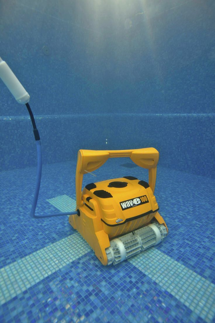 Dolphin Wave100 underwater - Commercial Pool Cleaner for public pools or domestic pools up to 25m
