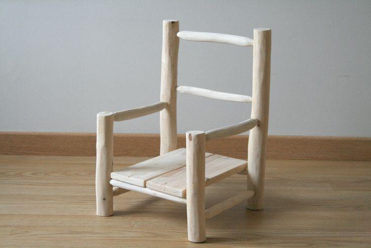 Petite chaise en bois pour enfant fabriqu e partir de for Petite chaise en bois pour bebe