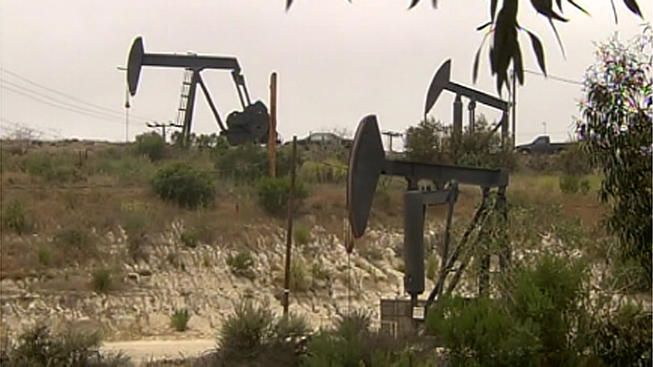 A Chinese investment holding company said it has signed a letter of intent to purchase oil fields in Texas for 8.3 billion yuan ($1.3 billion) through a limited liability partnership. 10-25-2015 In a disclosure to the Shanghai Stock Exchange, Yantai Xinchao Industry Co. Ltd. said the oil fields in Howard and Borden counties would be bought from two Nevada-based companies.In the Saturday filing, Yantai Xinchao said it signed a letter of intent Friday with Ningb
