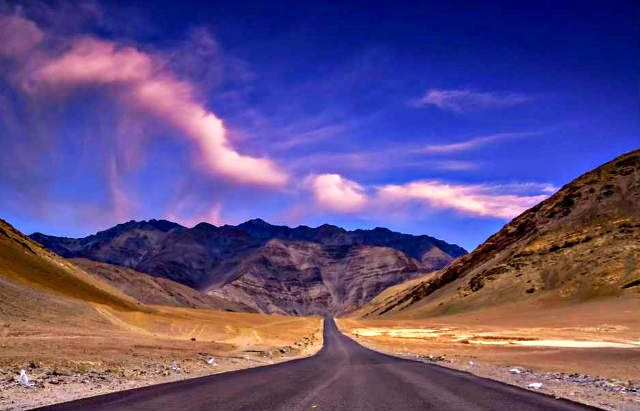 Magnetic Hill Road | 101 things to do in Leh Ladakh