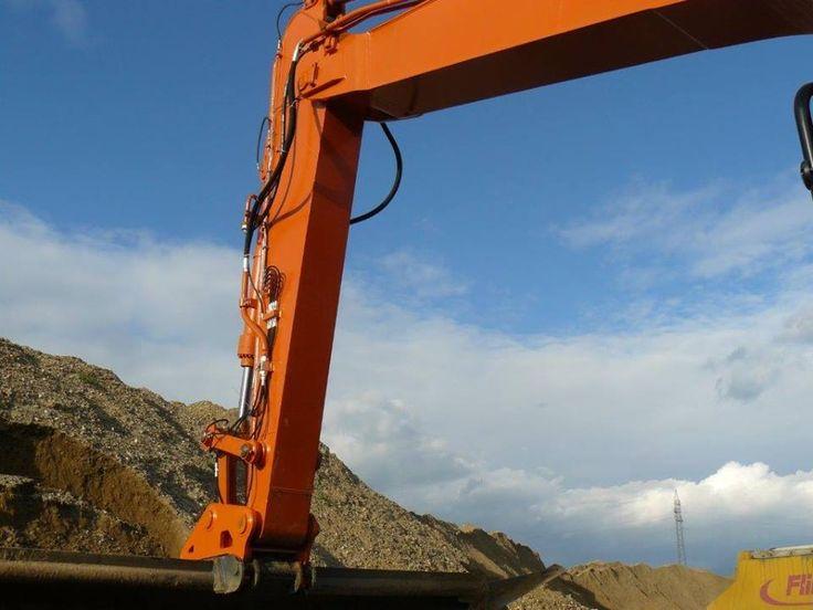 Brat pentru indeplinirea activitatilor de excavare a balastierelor sau a diferitelor lucrari. Cu o rezistenta oprima pentru realizarea sarcinilor atribuite, Echipamente Utilaje va ofera cele mai bune solutii de realizare a bratului sau extensiei de brat dorit pentru echiparea utilajelor dumneavoastra.  Comanda acum:  Telefon: 0754 390 689  Web: https://www.echipamenteutilaje.com/produse  Email: echipamenteutilaje@yahoo.com