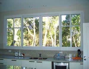 quero muito uma janela assim, em frente à pia da cozinha.