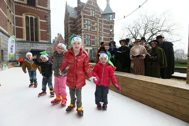Come visit the cutest ice skating ring at the Rijksmuseum. Open from 9 AM until 18 PM till the 5th of January for children between 2 and 6.