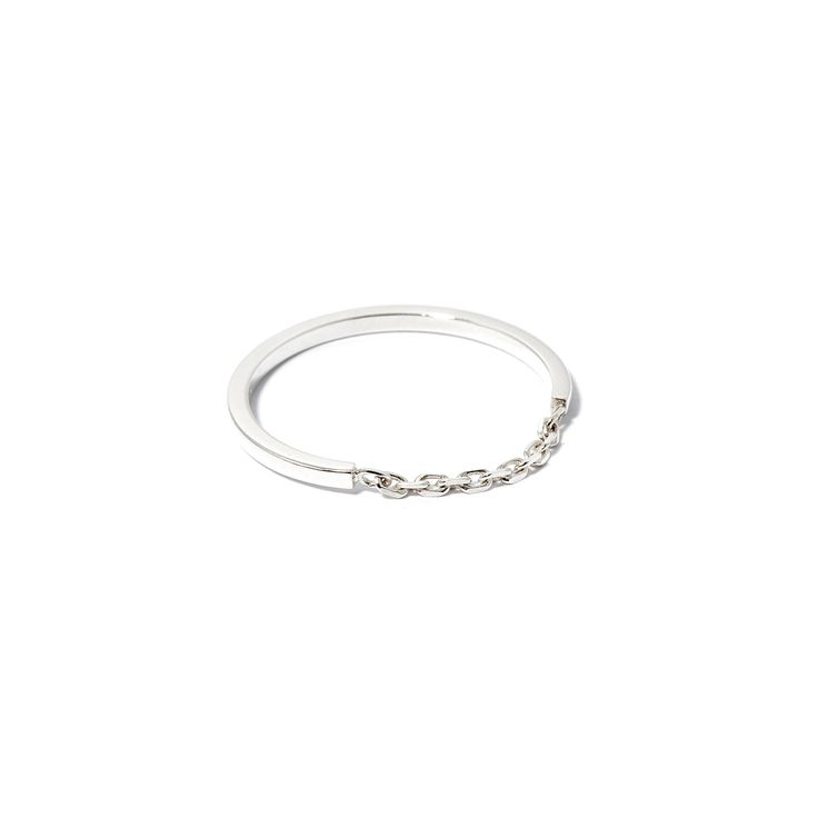 The Chain Ring by SARAH & SEBASTIAN is a band-style ring created in sterling silver featuring fine chain detailing. Nickel free.