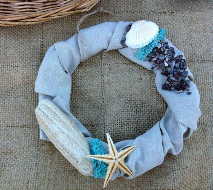 Summer wreath with natural sea decoration. Diam 16cm.