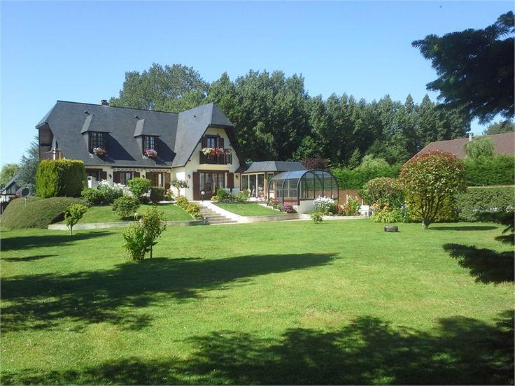 Maison individuelle à vendre chez Capifrance à Fontaine La Mallet.    Merveilleuse propriété datant de 1987, composée de 6 pièces dont 4 chambres.     Plus d'infos > Nicole Mesnil, conseillère immobilier Capifrance.