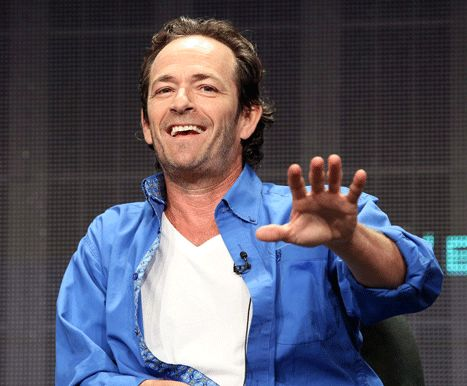 Luke Perry really, really doesn't want to talk about 90210!