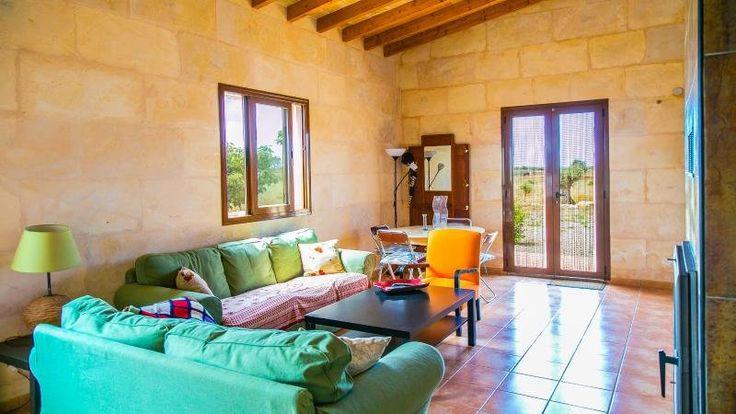 http://habitatruralmallorca.com/de/propiedad/alquiler/es-moli-villa-rustica-con-piscina