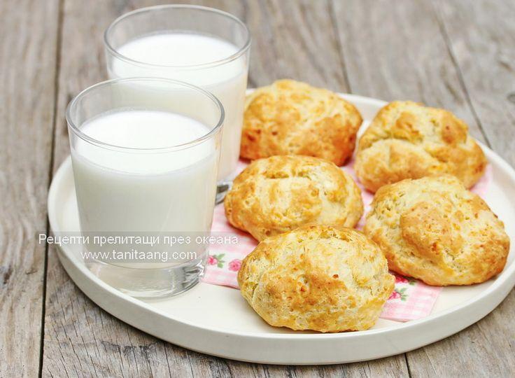 Тези питки са известни още като добруджанки или мързеливки, защото се правят много бързо и лесно, но за мен са си сиренките, които си куп...