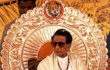 Bal Thackeray dies of cardiac arrest at 86 in Mumbai, last darshan at Shivaji Park from 10 am tomorrow, last rites at 6 pm : Bal Thackeray, News - India Today