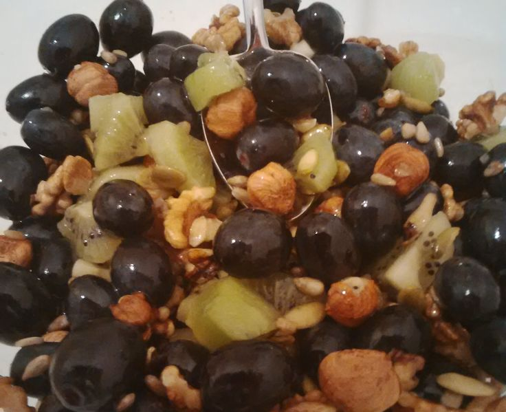 Check out this refreshing fruit salad with nuts, hazelnuts and all sorts of seeds. It's so light and so delicious! A very healthy dessert with lots of vitamins and fibers!   This…