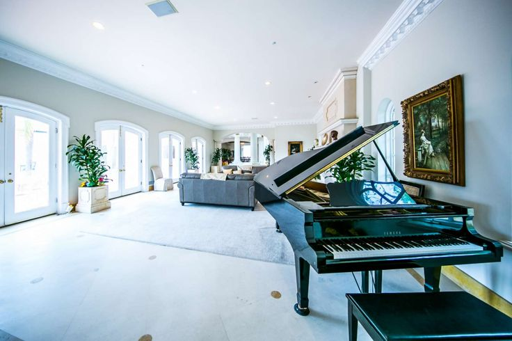 Los Angeles Vacation Rental   Magnificent 7 Bedroom Bel Air Mansion w/ Pool, Sleeps 14. CONTACT PROPERTY MANAGER FOR AVAILABILITY.   Home Rental on iTrip.net #los #angeles #rental #itripvacations
