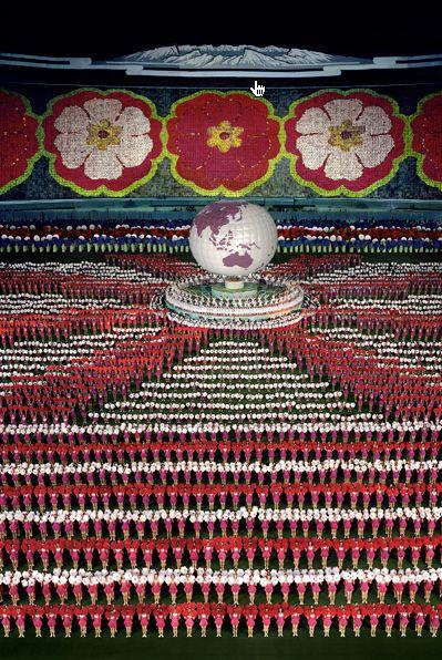 Andreas Gursky, Pyongyang I, 2007