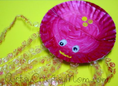 Paper Plate OctopusArtsy Craftsy, Plates Octopuses, Paperplate Octopuses, Kids Crafts, Pre Schools, Craftsy Mom, Octopuses Art Preschool, Paper Plates, Bubbles Wraps