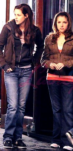 #Twilight - Kristen and Anna on New Moon set