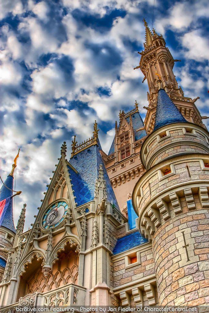 Walt Disney World April 2009 - Cinderella's Castle by Jon Fiedler of CharacterCentral.net