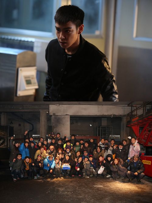 Big Bang's T.O.P wraps up filming for his movie 'Alumni'