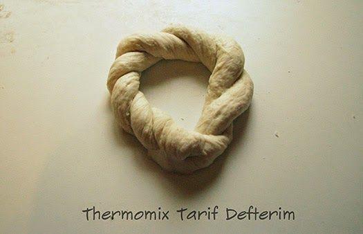 Simit : Turkish Sesame Bread Rings