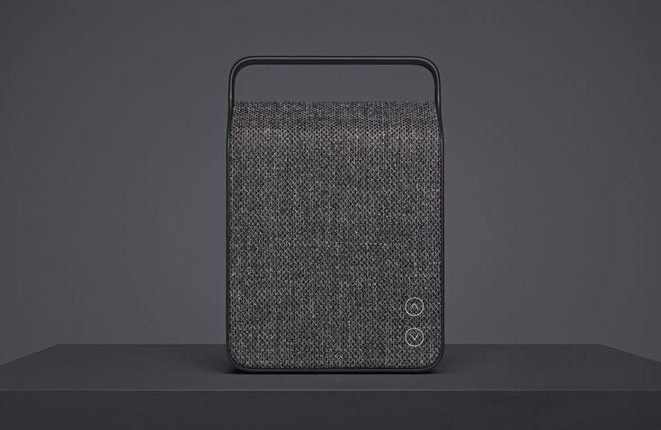 """Mit dem """"Oslo"""" bringenVifa ihren bisher kompaktesten Bluetooth-Lautsprecher auf den Markt – und auch das neue Modell kommt indemselben großartigen Lookder übrigenLautsprecher desdänischen Herstellers daher. SchonVifas erster Wireless-LautsprecherCopenhagen überzeugte vom Start weg durch das minimalistische Design mit mattem Aluminium-Gehäuse und … Weiterlesen"""