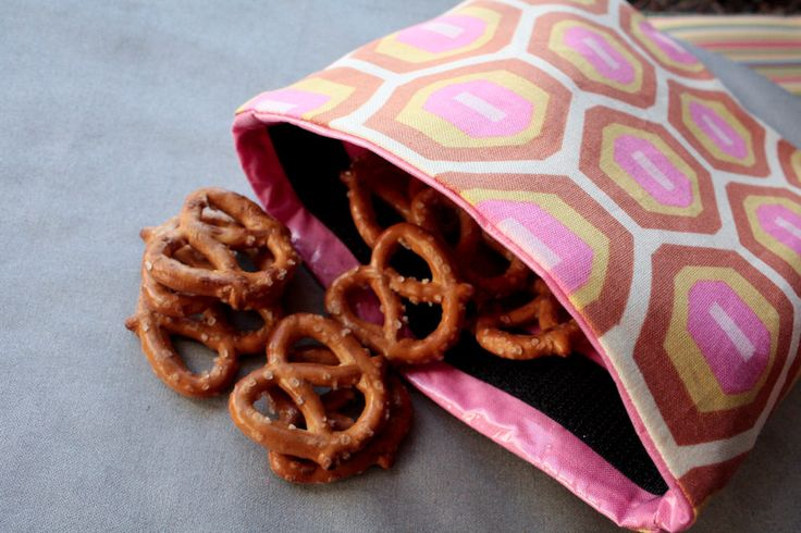 Use this reusable snack bag tutorial to help make your lunch green—no more wasting plastic wrappers or baggies!