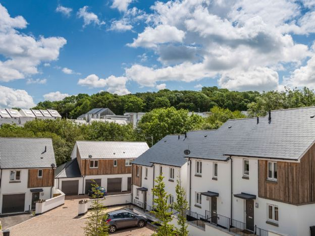 Based in Newton Abbot, The Copse at Ogwell Brook is a contemporary range of two, three and four bedroom homes from £299,950. A superb range of comfortable, stylish property choices suitable for families, retirees or first time buyers