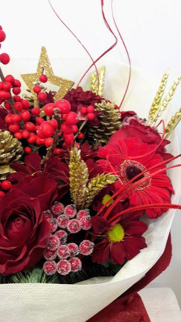 Flowers4u Gr Christmas Creations Xristoygenniatikes Dimiourgies Arrangements Christmas Creations Decorations Pinterest
