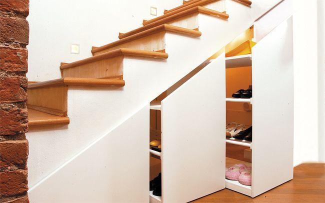Le case di oggi sono sempre più piccole e spesso manca lo spazio dove riporre attrezzi, giocattoli o cose che non si usano tutti i giorni e allora, perchè non rendere i vani sottoscala più funziona…