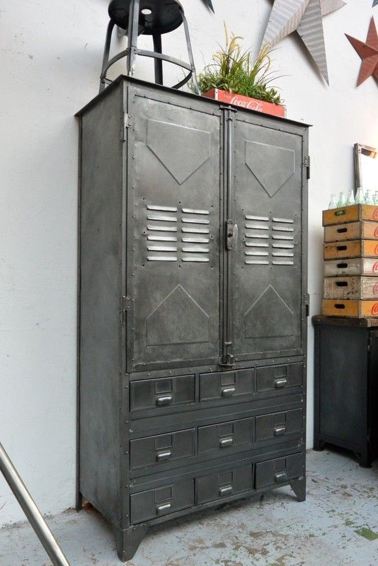 armoire industrielle vers 1940 industrial steampunk pinterest vintage lockers armoires. Black Bedroom Furniture Sets. Home Design Ideas