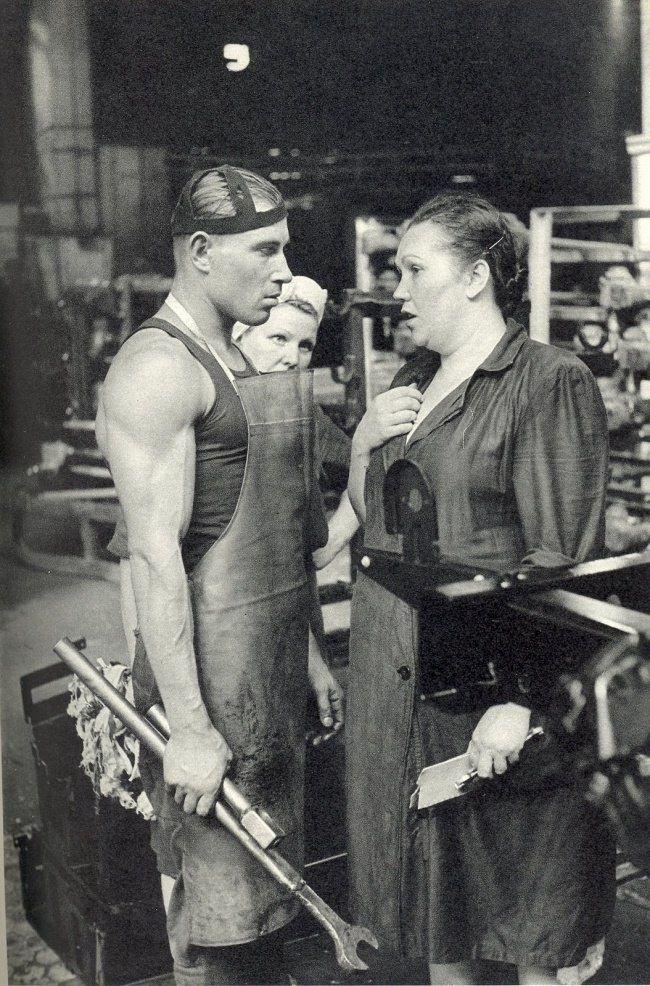 USSR, Factory worker, 1954 Рабочий завода ЗИЛ, 1954 — Фотографии из прошлого Рenri Сartier Иresson