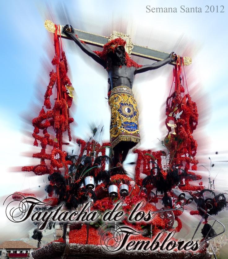 """Taytacha o Señor de los temblores.  La imagen del Señor de los Temblores, Patrón Jurado del Cusco, Tradicionalmente se creía que la imagen fue donada por el Rey Carlos V de España, pero históricamente la obra data de alrededor de 1620, período del Rey Felipe II, quien escuchó los informes del arquitecto del Escorial, diciendo que los """"indios del Perú seguían adorando al Sol y que es sus fiestas recordaban a las deidades de su gentilidad""""."""