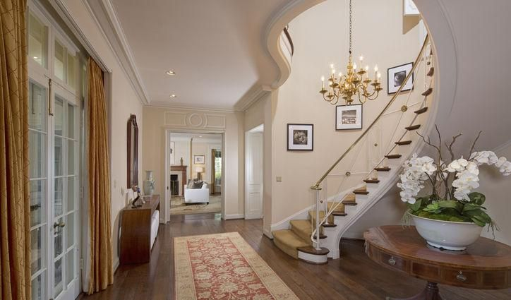 This stunning staircase and chandelier is from Taylor Swift's supposed Beverly Hills mansion. Click for more pics!