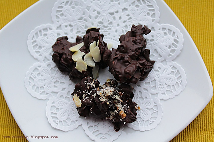 quick and supereasy recipe for wholesome choc rocks - with nuts, puffed rice and dried fruit