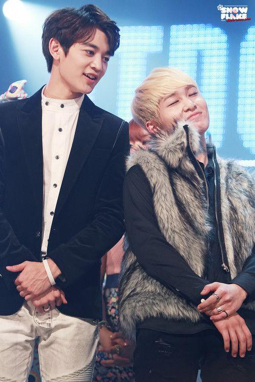 Minho & Onew (SHINee).  Too cute.