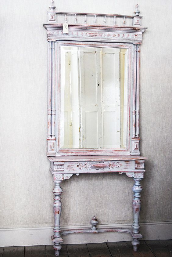 Austrian mirror and console table    Elizabeth Lee Interiors