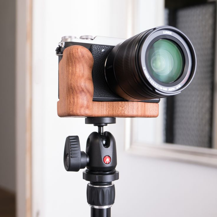 Panasonic Lumix GX80 with wooden cameragrip from Holzgriff on Manfrotto Tripod